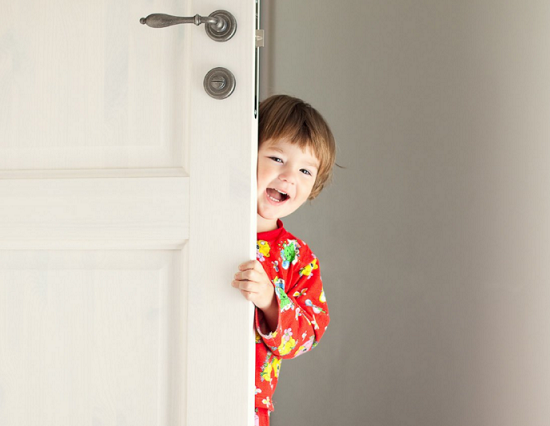 Keeping Child Safe Home Alone  sc 1 st  Reolink & Top 8 Safety Tips for Kids Home Alone - Reolink Blog pezcame.com